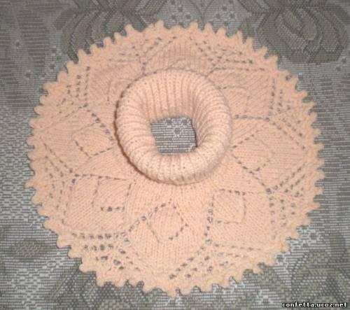 Манишка ажурная круглая персикового цвета.